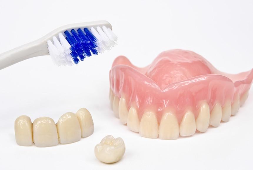 Prótesis fija/removible